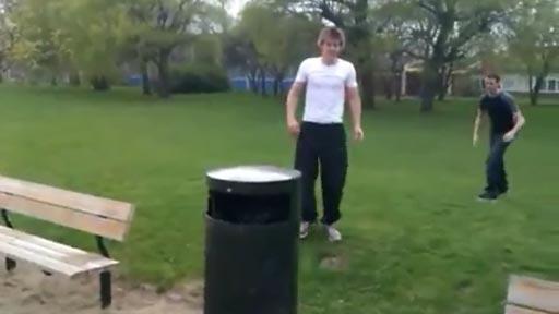 Saltando papeleras
