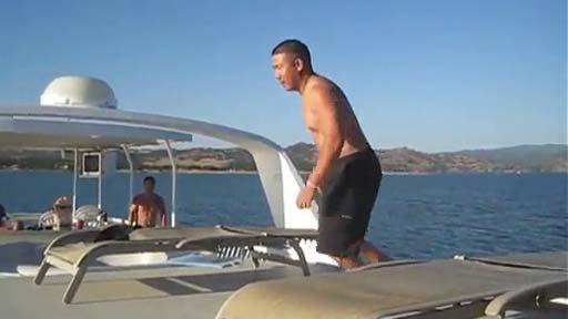 Del yate al agua