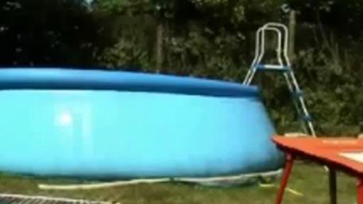 Un salto y a la piscina