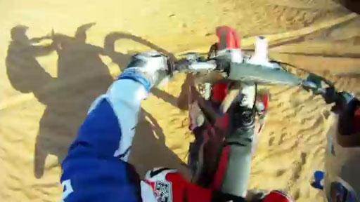 2 motos en el desierto