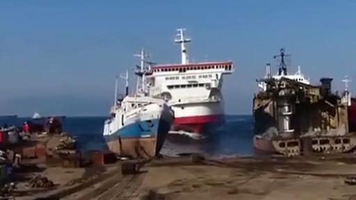 Barco aparcando