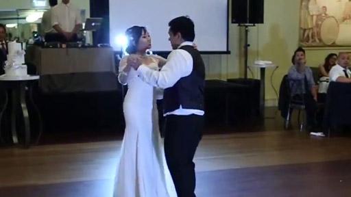 Y mientras en la boda