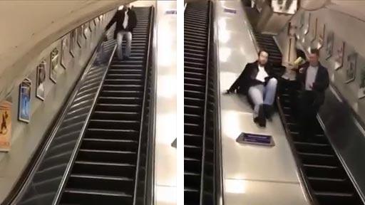 Bajando por las escalera mecánica