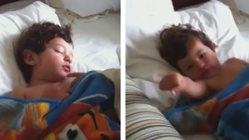 Así se despierta este niño cada mañana
