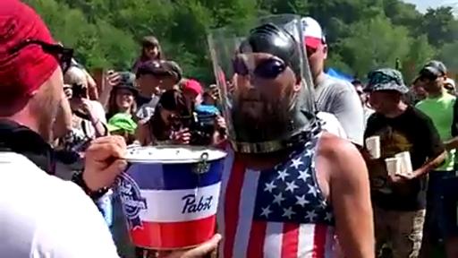 O bebes rápido o te ahogas en cerveza