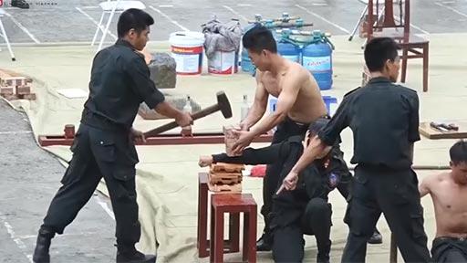 Demostración y habilidades de la policía vietnamita