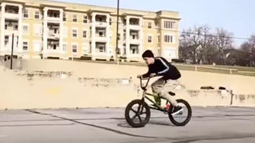 Trucazo con la bici BMX