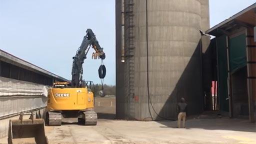 Demolición de un silo de 25 metros
