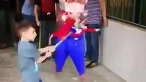 La piñata se resiste