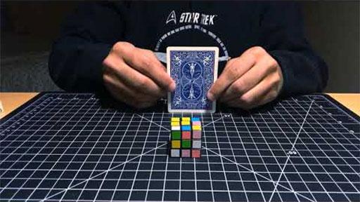 Magia con un mini cubo de Rubik