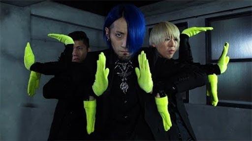 3 chicos, 10 manos