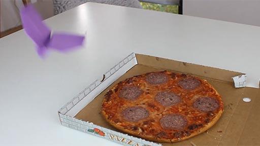 Volando alrededor de una pizza